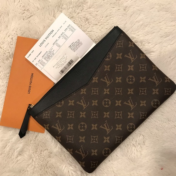 4df481cb79b Louis Vuitton Monogram Daily Pouch 🖤 Clutch